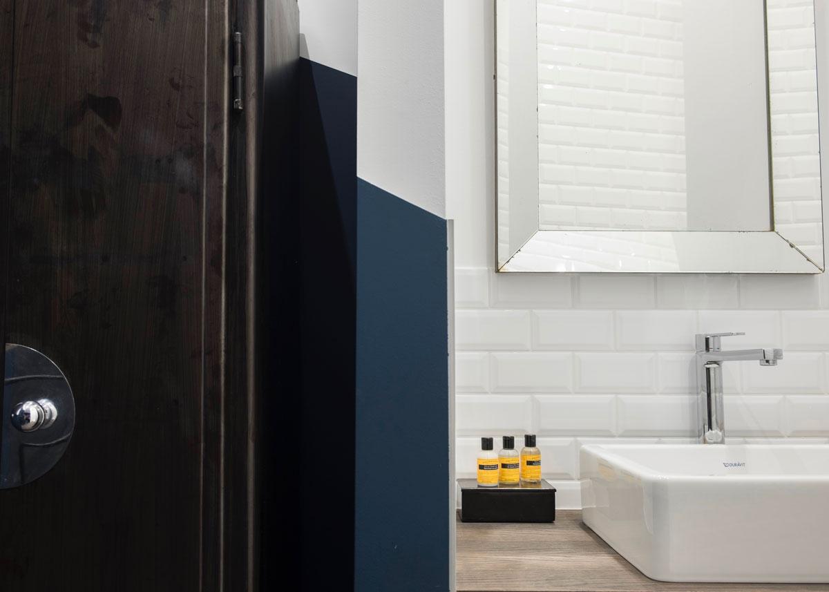 bed and breakfast wok rooms brussels blue moon bathroom